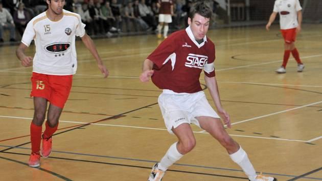 Třemi góly Bílovicím potvrdil Milan Ševčík z Amoru Vyškov renomé nejlepšího střelce loňské II. ligy. V 1. kole nového ročníku vyhrál Amor 8:2.