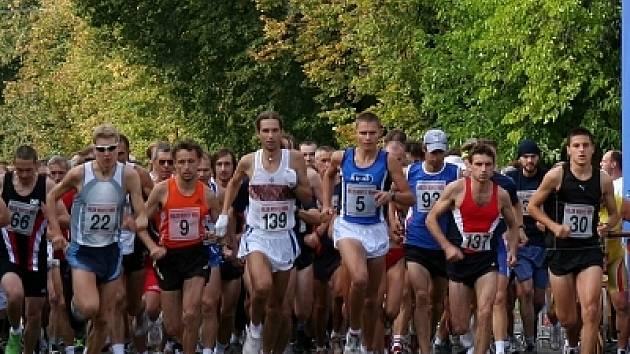 Sobotního Běhu kolem Mohyly míru se účastnilo sto dvaapadesát závodníků.