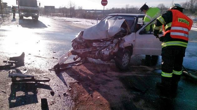 U Holubic bourala auta.