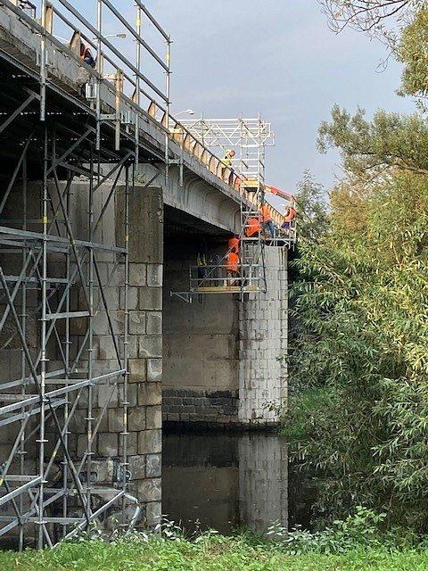 Opravy na 196. kilometru D1 u Brna.
