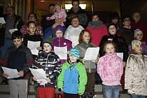 Zpívání koled v Kojátkách.