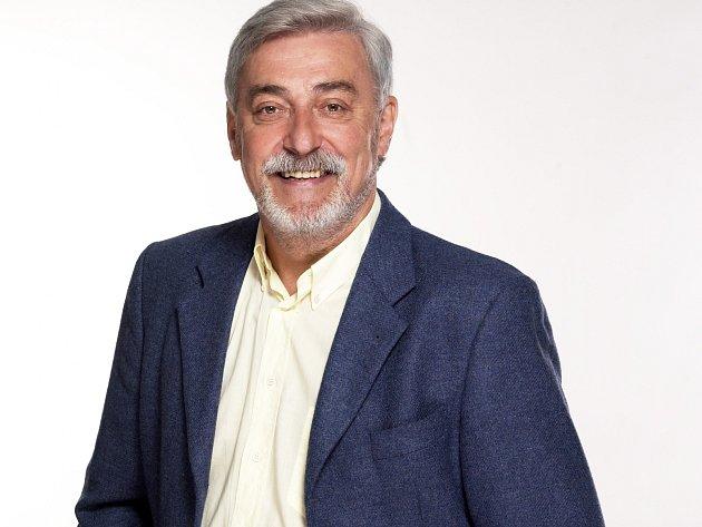 Populární moderátor s charismatickým hlasem, který se před dvěma lety vrátil na televizní obrazovku, má doma hned pět televizních cen TýTý v kategorii moderátor.