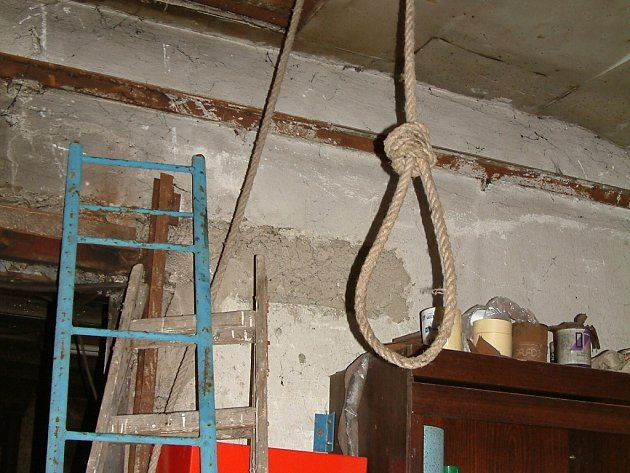 V domě kriminalisté našli i oprátku