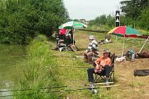 Rybníky mezi Bučovicemi a obcí Klouboučky přilákaly v sobotu ráno i přes nepřízeň počasí desítky návštěvníků. Mohly zato tradiční rybářské závody.
