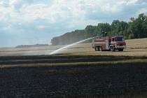 Dvacet hektarů pole zachvátil v úterý odpoledne oheň mezi Dražovicemi a rousínovskou místní částí Kroužek. Na místo vyrazilo deset hasičských jednotek.