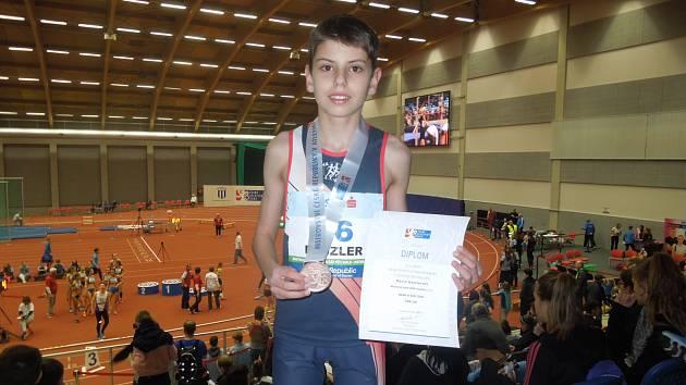Mario Hajzler je po Vítkovicích třetím nejlepším tyčkařem své věkové kategorie v republice.