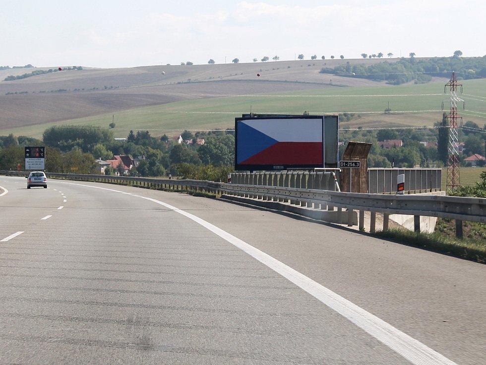 Odstraňování billboardů jde pomalu.