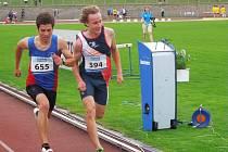 Cílem jmenovci Jan Tesarčík (vlevo) a Jan Osolsobě proběhli současně. Až citlivá elektronika rozhodla, že stříbro patří Tesarčíkovi.