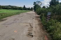 Silnice mezi Hodějicemi a Křižanovicemi byla dlouho v havarijním stavu. Stěžovali si na to cyklisté.