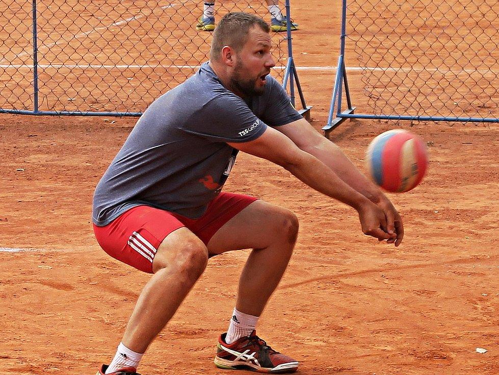 Libero prvoligových volejbalistů Sokola Bučovice Petr Nezdařil.