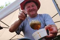 Ve Slavkově u Brna spojili soutěž ve vaření gulášů s hudebním festivalem.