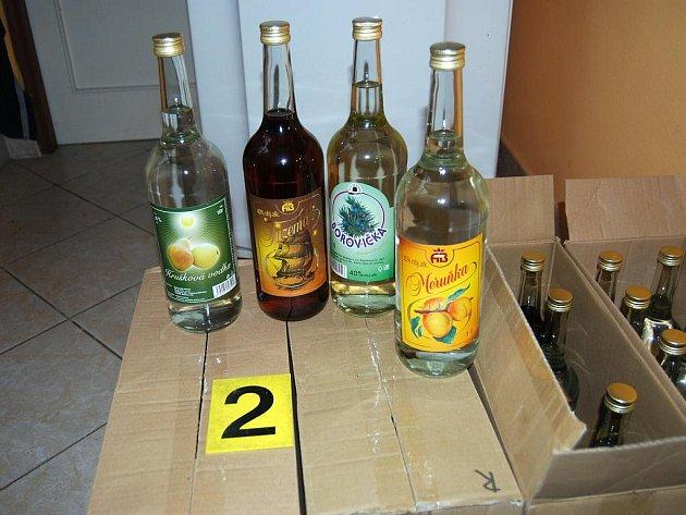 Celníci objevili na Vyškovsku stovky litrů nezdaněného alkoholu.