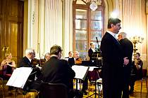 Patnáct členů rakousko-českého orchestru, pojmenovaného po králi valčíků, zahrálo Straussovy melodie i skladby dalších hudebních velikánů.