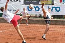 Na síti blokuje Jan Kaděra, za ním hru sleduje Martin Müller. Společně s Petrem Zemánekm skončili čtvrtí.