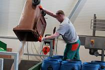 Nedávno zprovozněná bioplynová stanice ve Vyškově je ještě ve zkušební provozu. Přesto už zvládá zpracovat plnou dávkou suroviny děnně. K její kolaudaci dojde nejpozději 30. června.