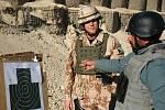Vojáci Provinčního rekonstrukčního týmu Lógar včetně členů z Bučovic se podílejí na výcviku Afghánské národní policie.
