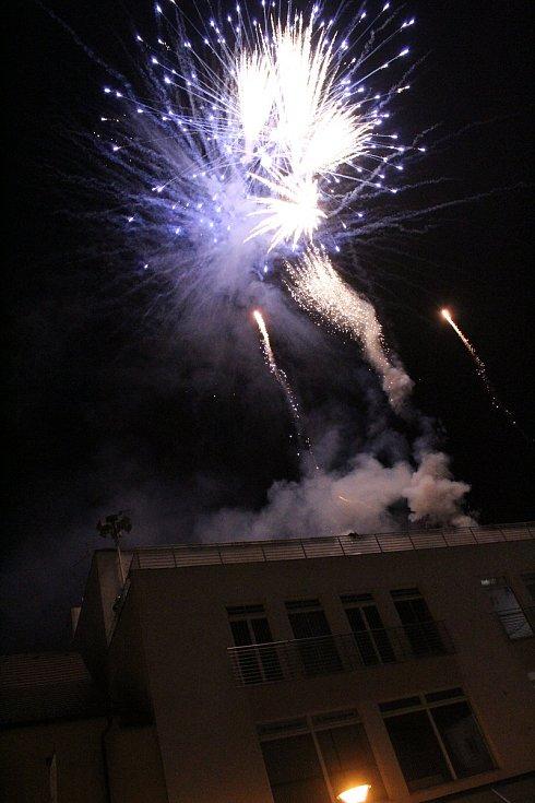 Silvestrovský ohňostroj na hlavním náměstí v Kyjově.