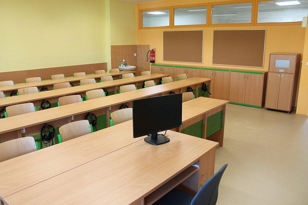Žáci ze školy Purkyňova ve Vyškově se mohou těšit na nové vybavení. Rekonstrukci dokončila škola k 50. letému výročí svého založení.