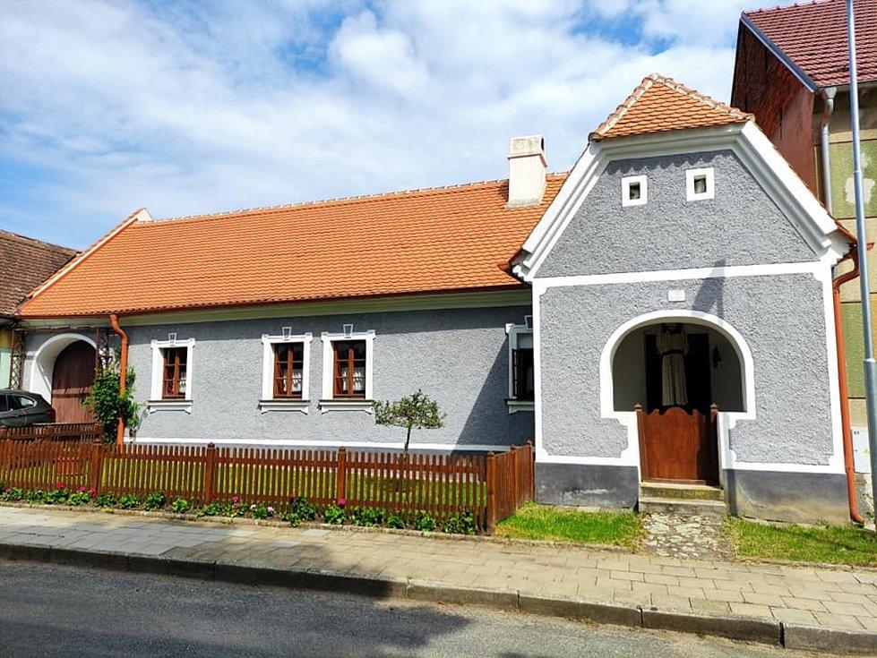 Výlet na Vyškovsko, kdy cílem byly Lysovice, Větrníky, Rostěnice a Bohdalice. Na snímku žudrový dům v Lysovicích.
