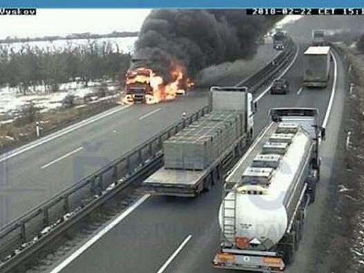 Požár kamionu na D46.