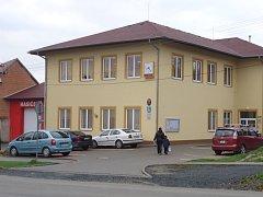 Obecní dům v Habrovanech se stavěl čtyři roky. Poskytl například nové prostory pro obecní úřad nebo mateřskou školu.