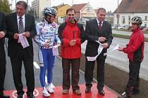 Přestřižení pásky nové cyklostezky ve Vyškově.