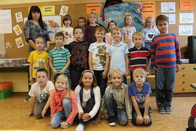 Žáci 1.C Základní školy Purkyňova ve Vyškově spaní učitelkou Jindřiškou Crhákovou.