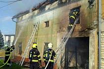 Ve Švábenicích hořel ve čtvrtek v podvečer rodinný dům. V sobotu ráno se znovu rozhořel.