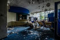 Dříve turisty vyhledávaný hotel zůstal opuštěný.