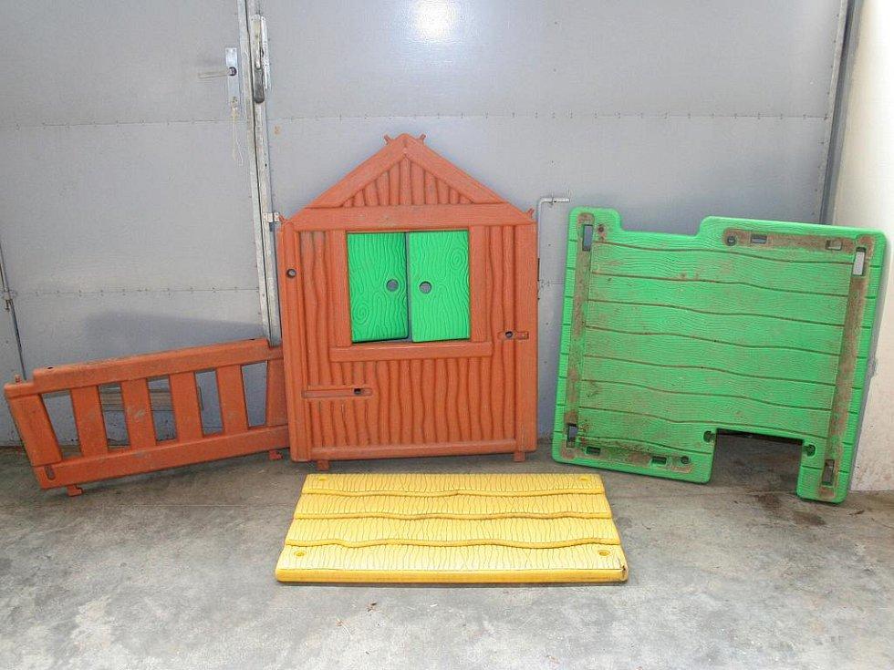 Ukradený domek pro děti.