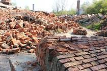 Rekultivace bývalého dobývacího prostoru v Ivanovicích na Hané se s pádem cihelny posunula zase o něco blíž k uskutečnění. Na plánovaný lesopark je ještě třeba dovézt ornici. Má vzniknout na ploše asi 5 hektarů.