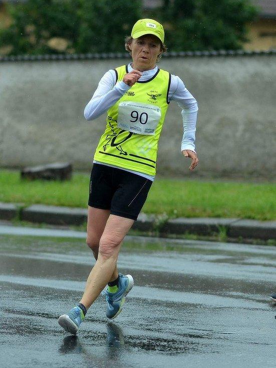 Chodci Orla Vyškov v prvním závodě druhé ligy družstev v Milovicích. Foto: Miriam Stewartová