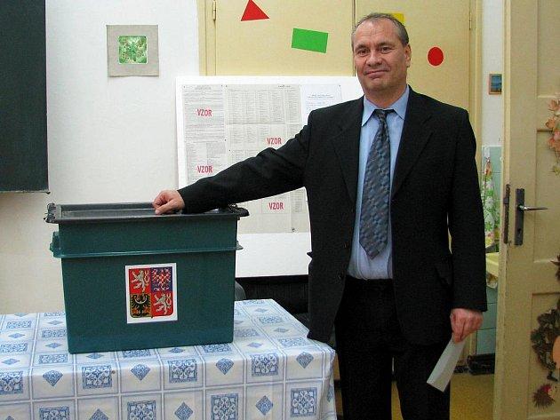 Lídr ČSSD Jiří Piňos může být spokojený. Jeho strana ve Vyškově zvítězila.