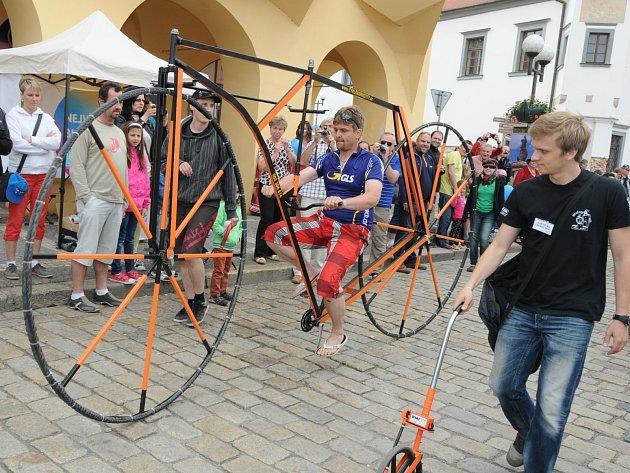 Martin Zehnal z Hrušek na Vyškovsku má doma více než sedm desítek jízdních kol, které překvapí i zkušeného cyklistu.