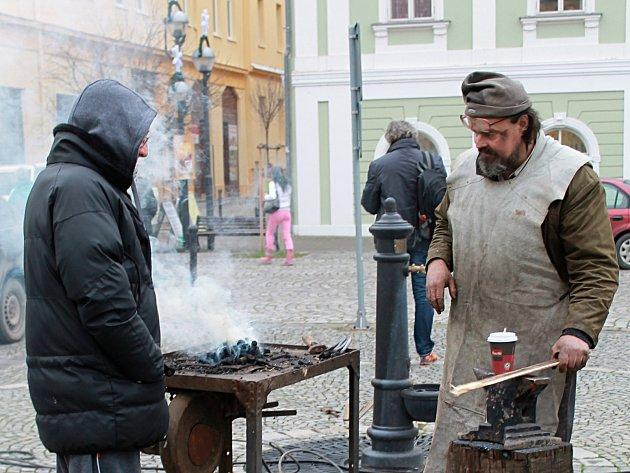 Bučovické náměstí Svobody v pátek ovládly trhy s programem. Pokračovat budou v sobotu.