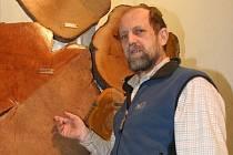 Jan Buřival má blízko nejen k životnímu prostředí ale i k lidem. Přírodě se věnuje jako botanik Muzea Vyškovska, člověku jako psychoterapeut.