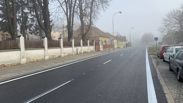 Část silnice v Ivanovicích na Hané je už opravená, na další není povolení.