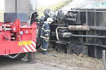Nehoda kamionu na Vyškovsku. Náraz do mostu kamion zcela zdevastoval