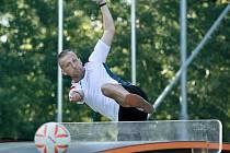 Nohejbalista Petr Bubniak se nyní věnuje teqballu a má bronz ze Světového poháru.