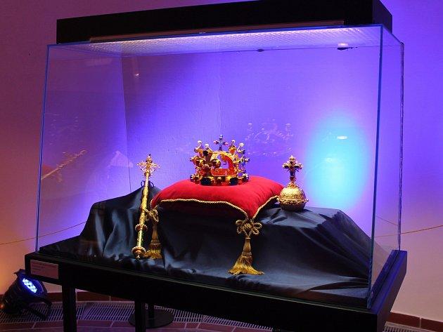 V Muzeu Vyškovska v sobotu zpřístupnili novou výstavu. K vidění jsou na ní repliky korunovačních klenotů.