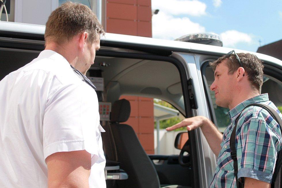 Vyškovští policisté uspořádali pro studenty tří středních škol z regionu den otevřených dveří. Seznámili je kromě jiného se střelnicí, policejními vozidly a některým sejmuli otisky prstů.