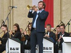 Jazzu se na Základní umělecké škole Arthura Nikische v Bučovicích daří. Skupina vystupuje až ve dvaceti členech a svojí velikostí je tak v jazzovém odvětví na Vyškovsku jedinečná. Koncertovala i v Senátu nebo při návštěvě prezidenta.