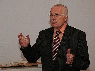 Návštěva bývalého prezidenta Václava Klause ve Slavkově u Brna před necelými deseti lety.
