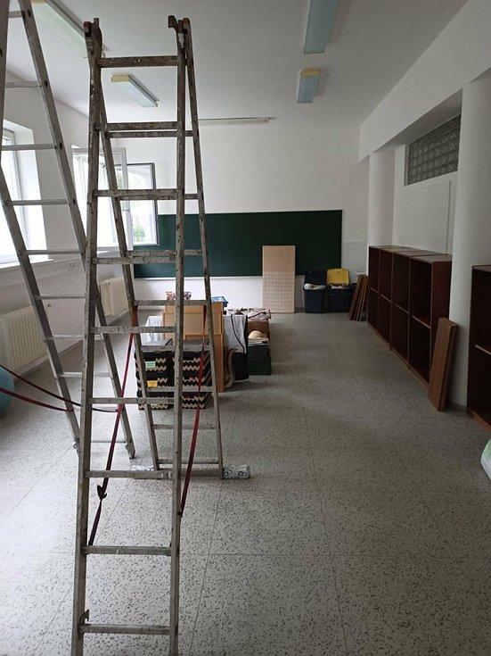 Srpnové úpravy prostor po bývalé průmyslové škole.