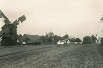 Větrné mlýny v Zelené Hoře u Pustiměře v roce 1940.