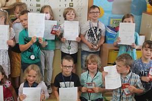 Děti se pochlubily pěknými známkami.