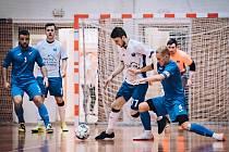 V 18. kole druhé ligy futsalistů porazil Amor Kloboučky Vyškov (bílé dresy) Baník Ostrava vysoko 13:4.