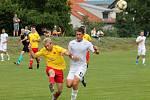 V přípravném utkání na hřišti ve Zbýšově porazili fotbalisté MFK Vyškov (bílé dresy) Hanáckou Slavii Kroměříž 2:0.
