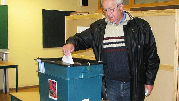 Volby v jednom z vyškovských volebních okrsků.