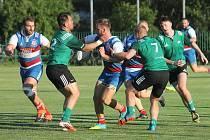 V předehrávaném jihomoravském derby 4. kola nejvyšší domácí ragbyové soutěže prohrál Dragon Brno (zelené dresy) na domácím hřišti s Jimi Vyškov 20:36.